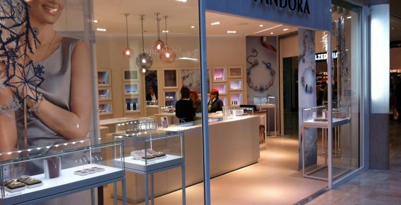 Poitiers le centre pandora for Centre commercial poitiers