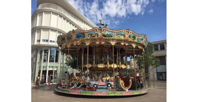 Carrousel Place Leclerc pendant la période estivale